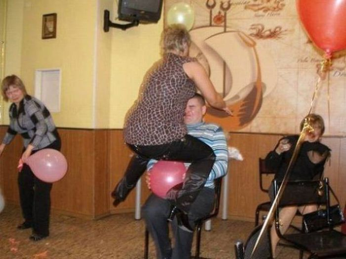 Moments Before Something Very Bad Happens (44 pics)