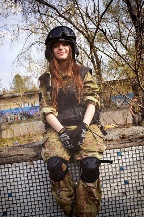 Sexy Russian Female Cosplay Soldier (19 pics)
