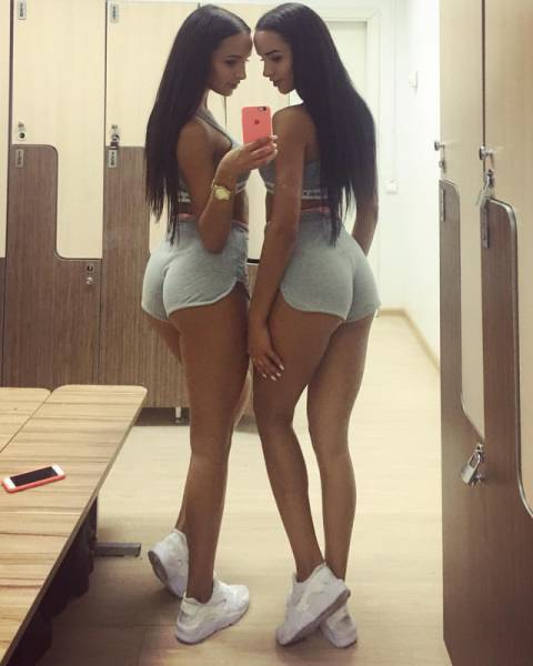 Hot Girls In Shorts (31 pics)