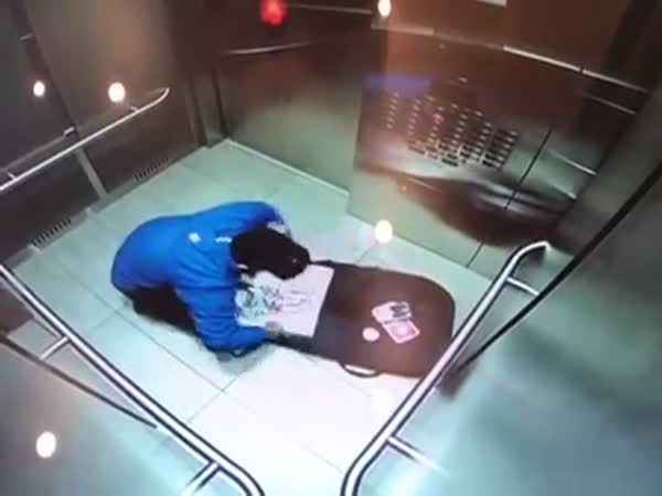 Pizza Delivery Driver Caught On Camera Eating Toppings
