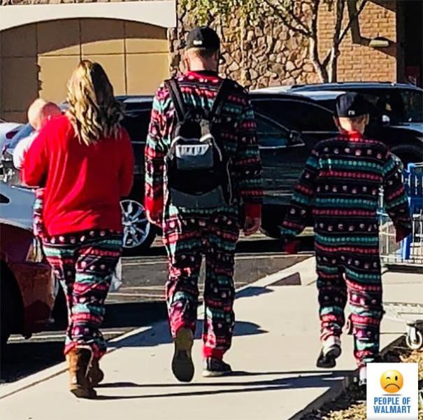 Strange People In Walmart (38 pics)