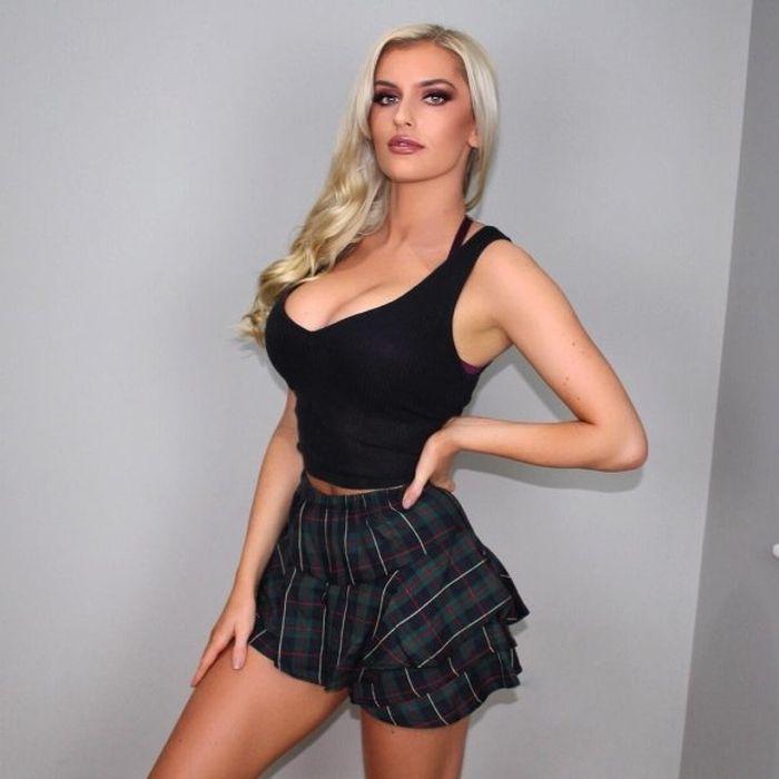 Busty Hot Girls Pics