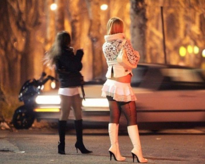 Street Prostitutes Around The World (26 pics)