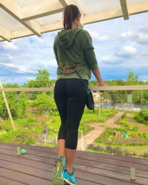 Hot Girls In Yoga Pants (46 Pics
