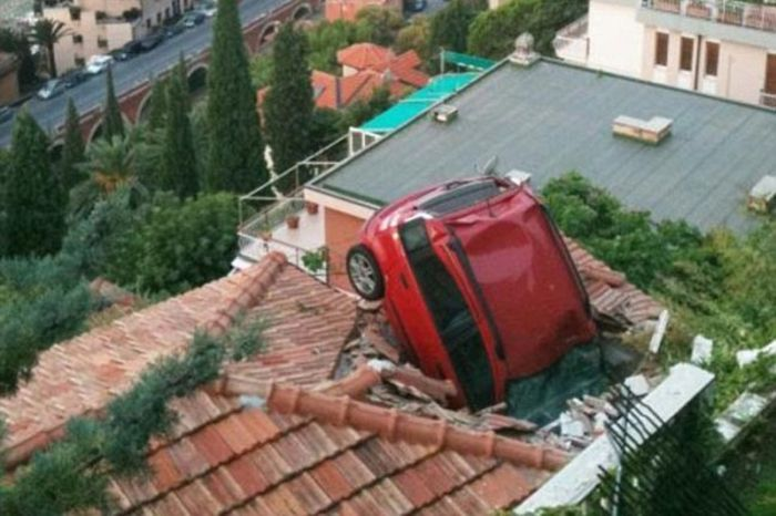 Strange Car Accidents (15 pics)