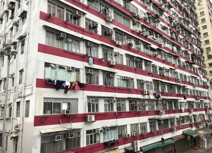 Tiny 40sq ft Flat In Hong Kong $370 A Month (4 pics)