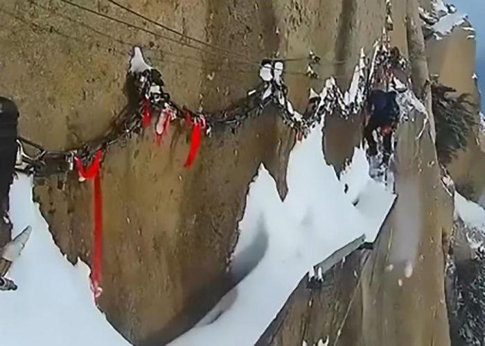 Workers Sweep Snow From A Cliff Path (4 pics)