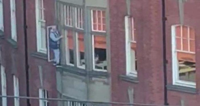Crazy Window Cleaner (4 pics)