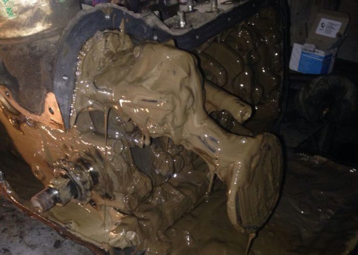 What A Bad Oil Choice Can Do To Your Car (4 pics)