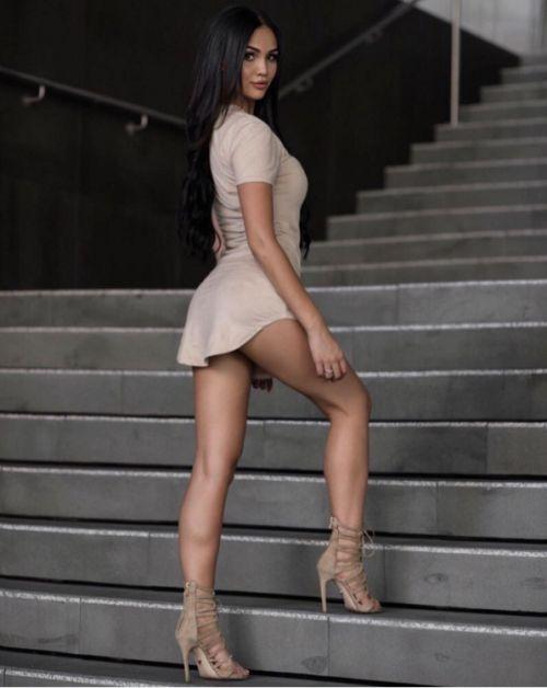 Girls In Beautiful Dresses (32 pics)