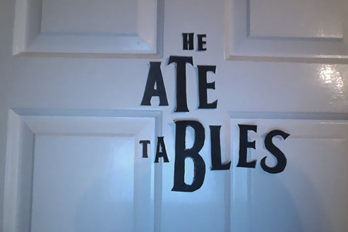 Girl Keeps Rearranging 'The Beatles' Letters On Her Sister's Door (10 pics)