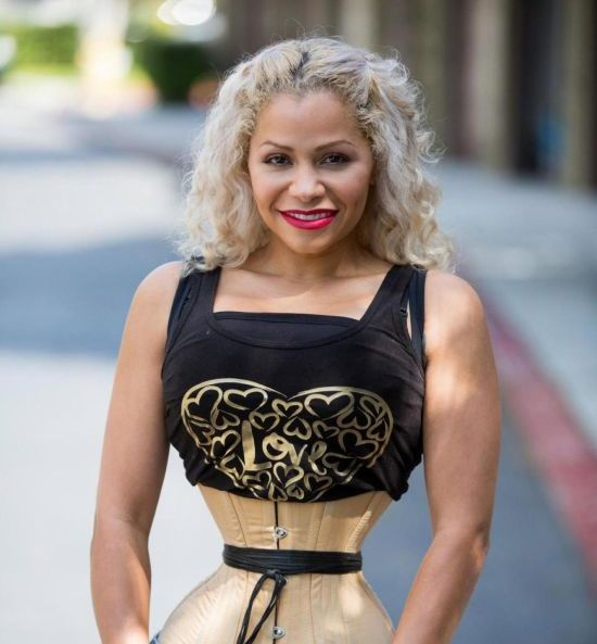 39-Year-Old Woman Wears A Corset For 23 Hours Daily (7 pics)