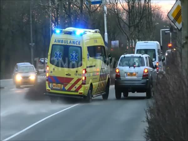 SUV Driver Blocks Ambulance From Passing
