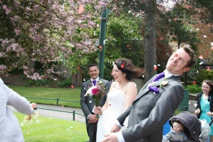 Awkward Wedding Photos (24 pics)