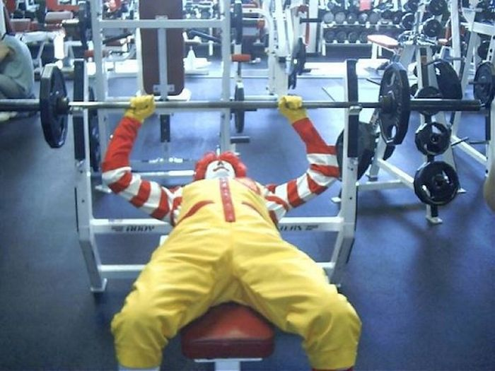 Funny Photos From Gyms (18 pics)
