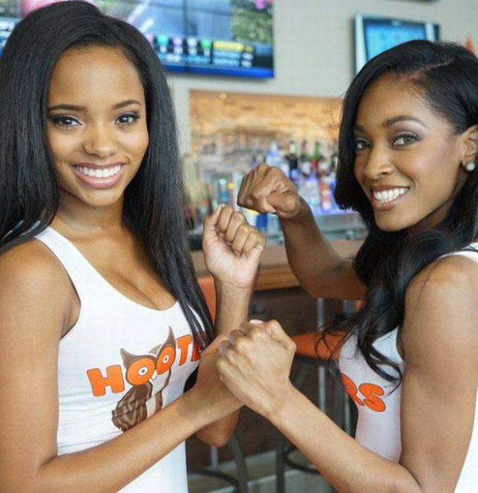 Girls Of Hooters (46 pics)