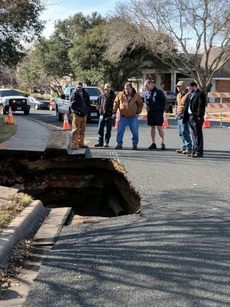 Road Collapsed In Texas Revealing A Cave Beneath The Ground (5 pics)