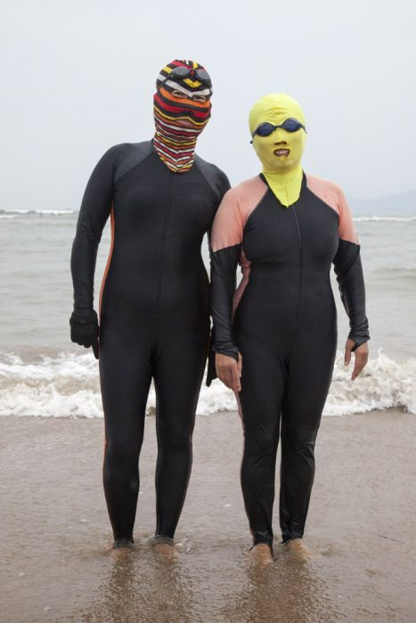 Chinese Use These Swimsuits To Keep Their Skin White (15 pics)
