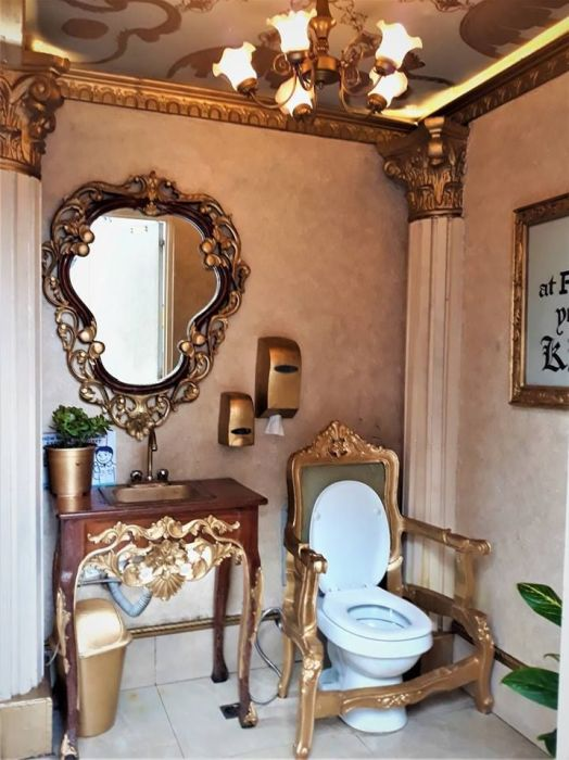 Feel Yourself Like A King In This WC At The Petrol Station, In The City Of Quezon, Philippines (7 pics)