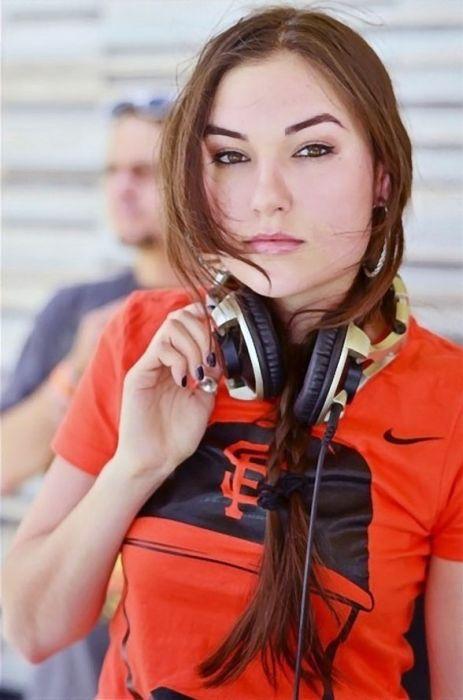 Sasha Grey Looks Pretty (24 pics)
