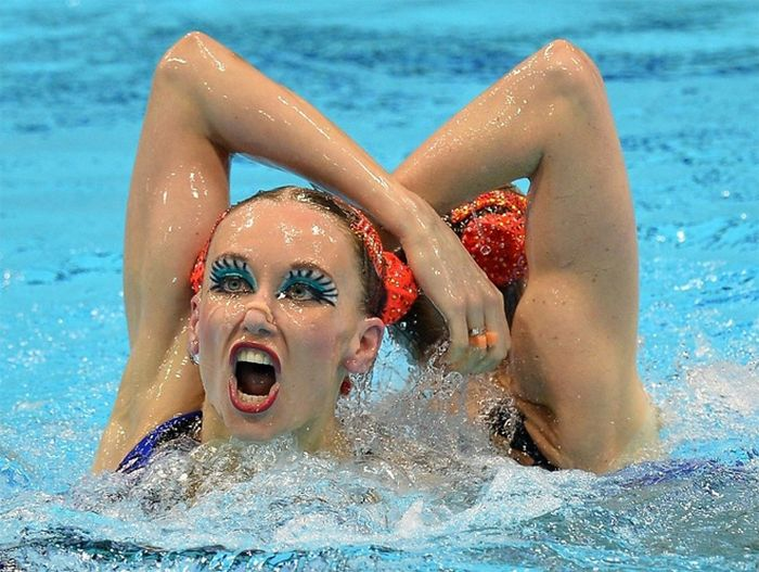 The Faces of Olympic Synchronised Swimming (14 pics)