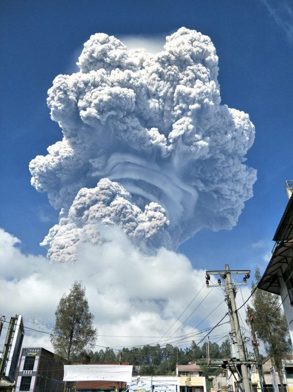 The Eruption Of The Volcano Sinabung On The Indonesian Island Of Sumatra (4 pics)