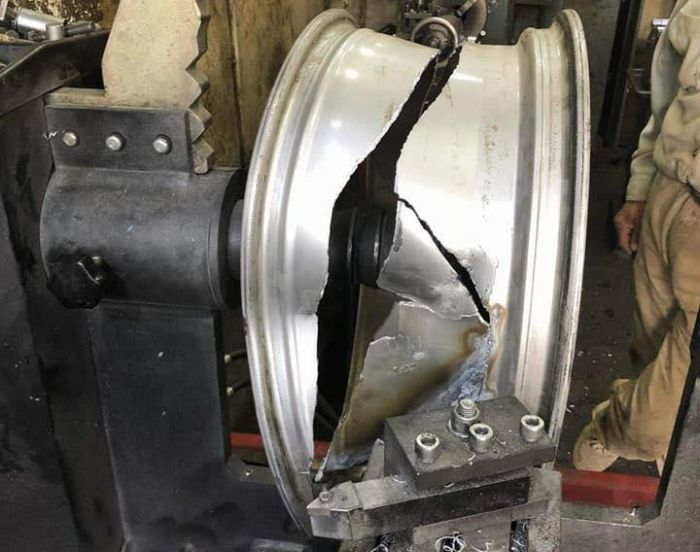 Repair Of A Wheel (7 pics)