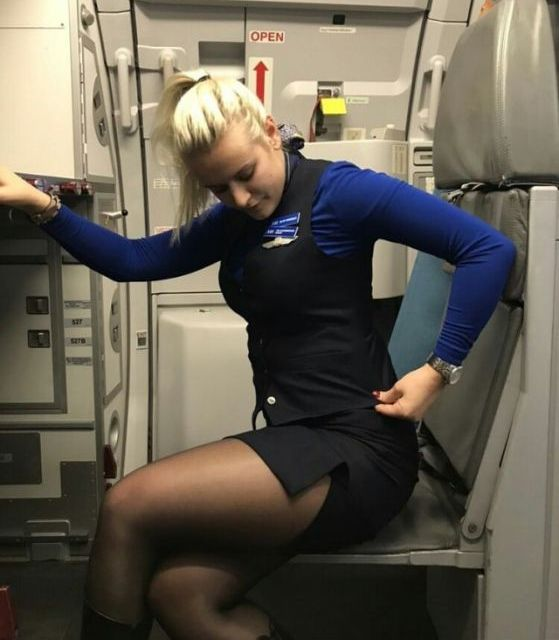 Pretty Flight Attendants (34 pics)