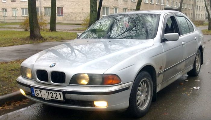 From BMW E39 Into BMW F10 (12 pics)