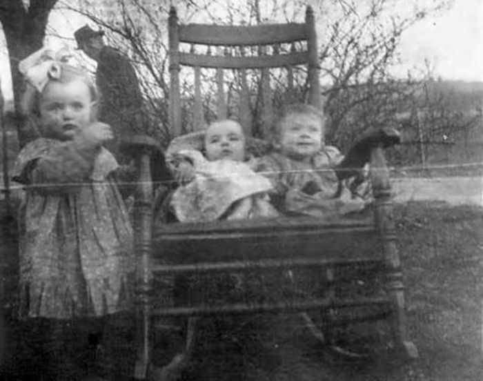 Creepy Photos (14 pics)
