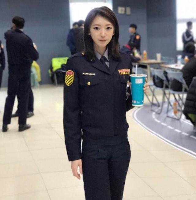 Cute Cop (13 pics)