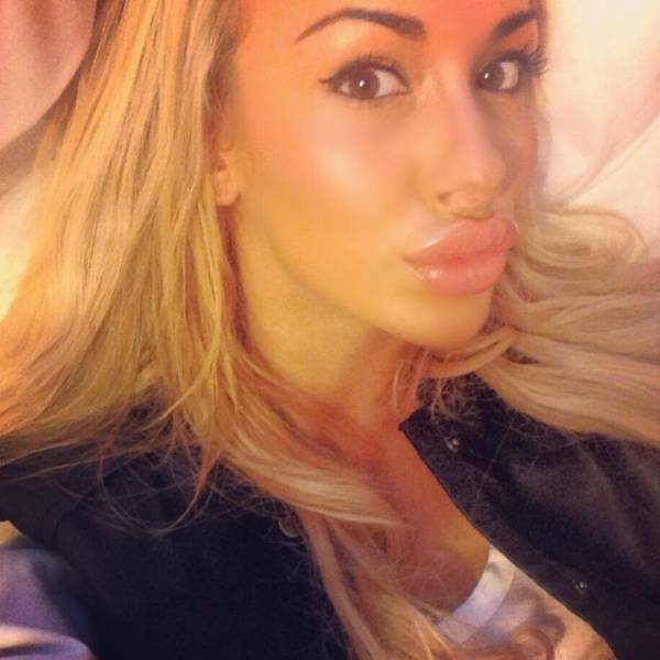 Girls With Large Lips (25 pics)