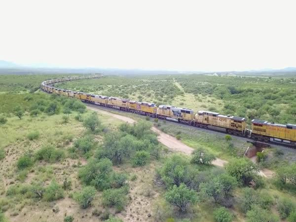 200+ Union Pacific Train Engines Abandoned in Arizona Desert