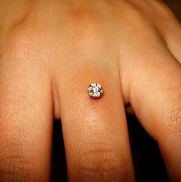 Brides-to-be Are Getting Diamonds Pierced Into Their Engagement Ring Finger (4 pics)