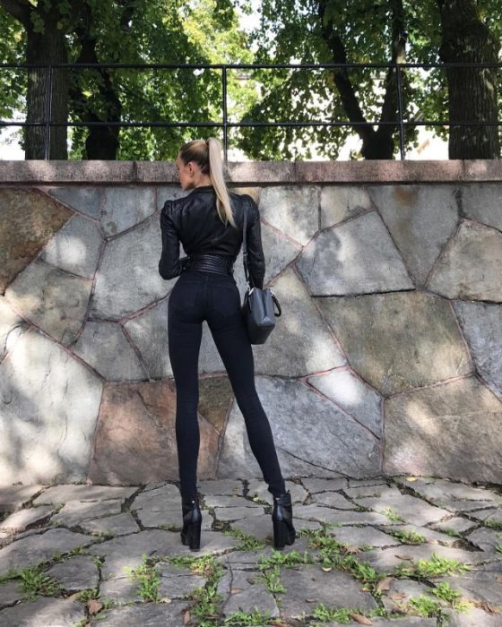 This Model From Sweden Has Very Very Very Long Legs (17 pics)