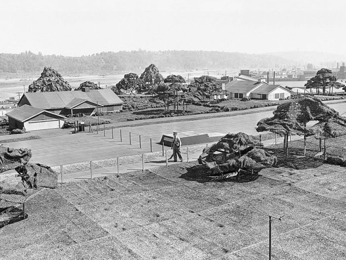 A Fake Rooftop Town Built To Hide Boeing's Factory From Japanese Air Strikes (17 pics)