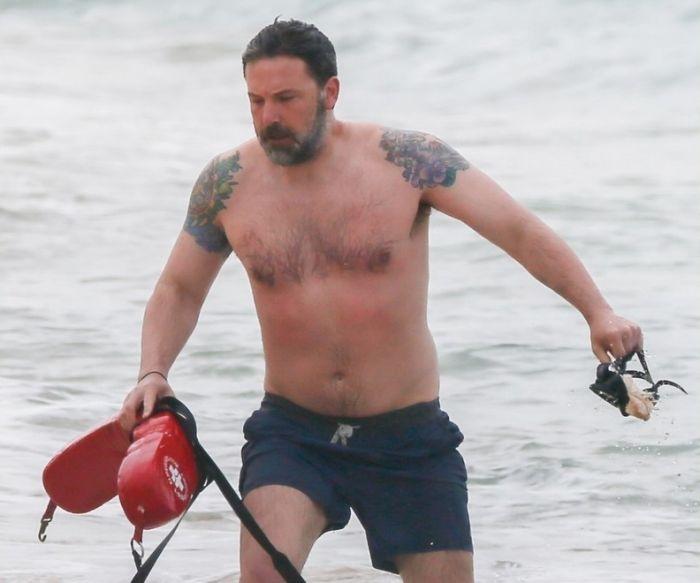 Ben Affleck's Unintentionally Hilarious Back Tattoo (4 pics)