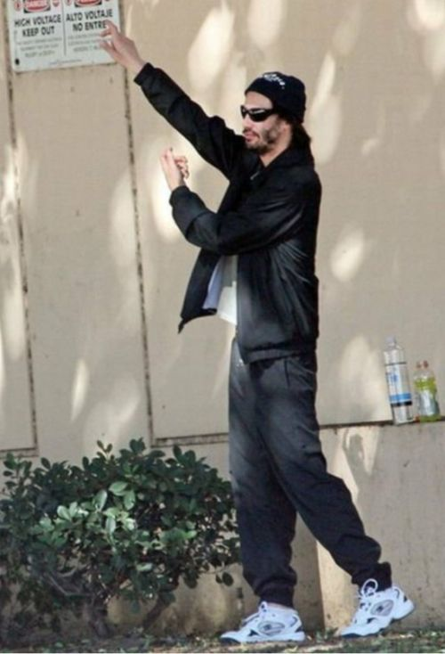 Keanu Is The Coolest Man Alive (16 pics)