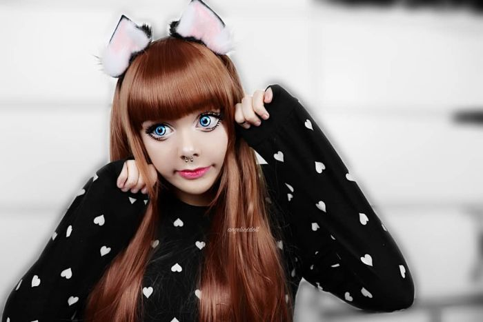 A Girl That Looks Like A Doll (12 pics)