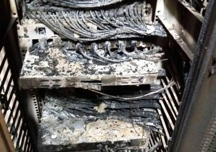 Destroyed Servers (9 pics)