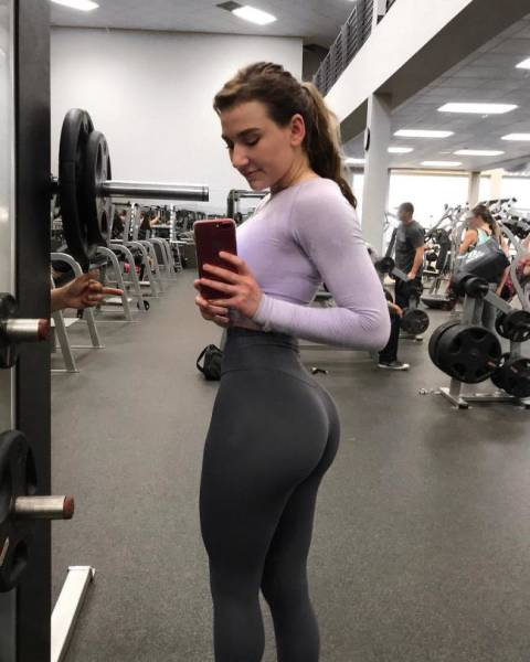 Girls In Yoga Pants (43 pics)