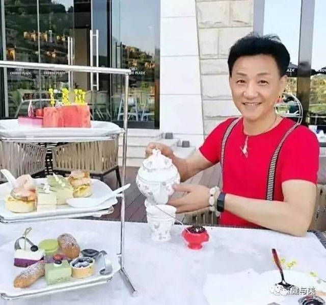 This Chinese Guy Is Actually 68 Years Old (5 pics)