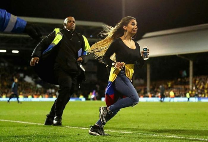 Girl Interrupts Colombia vs Australia Game (4 pics)