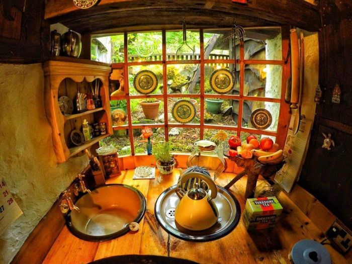 Real-Life Hobbit House In Tomich, Scotland (14 pics)