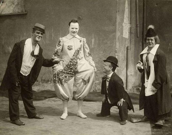 Terrible circus (18 pics)