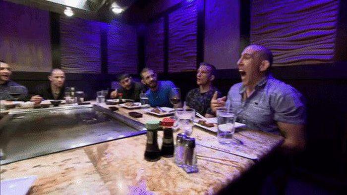 Restaurant Fails (14 gifs)