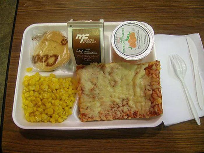Student Lunch: Korea vs The USA (42 pics)