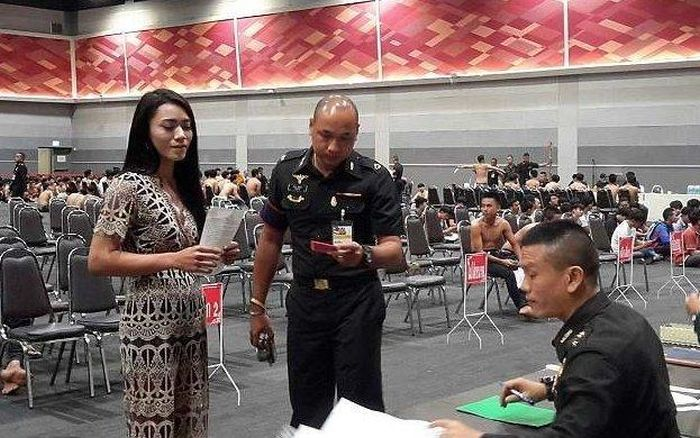 Thai Ladyboys Pose With Certificates That Exempt Them From Army Service (9 pics)