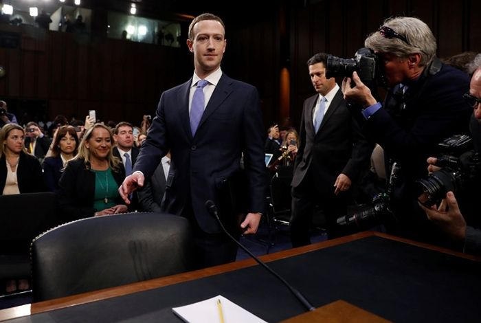 Mark Zuckerberg In The Senate (4 pics)