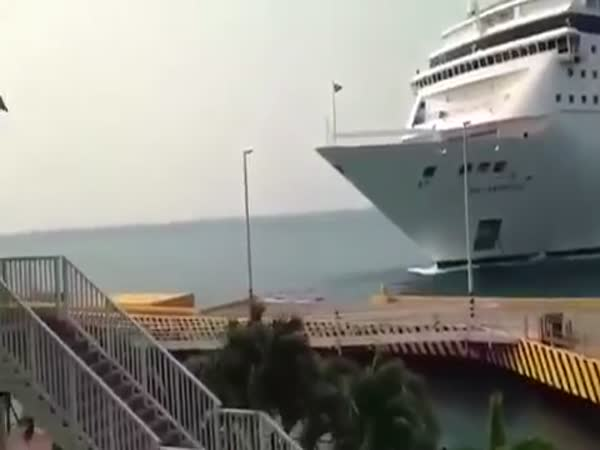 MSC Cruise Ship Crashes Into Pier in Roatan